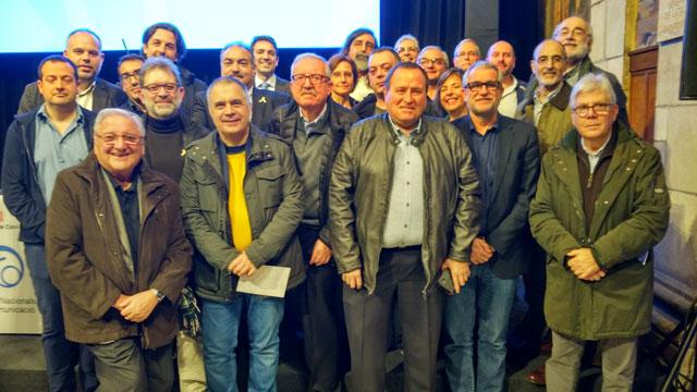 Foto con los integrantes del equipo de L'altra ràdio en el interior del Salón Sant Jordi